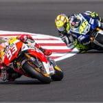Marc Marquez e Valentino Rossi in pista in sella alle loro moto