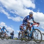 Ciclisti in gara alla Parigi-Roubaix