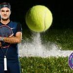 Pallina da tennis in campo a Wimbledon con Roger Federer