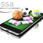Il logo Essa, vicino a uno smartphone, a dei soldi e a dei palloni sportivi