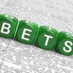 """Quattro dadi verdi compongono la scritta """"bets"""""""