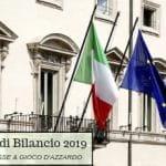 La facciata di Palazzo Chigi a Roma, con le bandiere italiana ed europea e la scritta in sovrimpressione