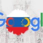 Il logo di Google con la bandiera russa in sottofondo, la cattedrale di San Basilio come immagine di background