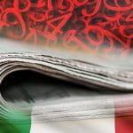 La bandiera italiana, un quotidiano ripiegato e una serie di numeri