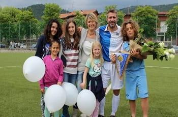 L'allenatore ed ex calciatore Igor Trocchia con la famiglia