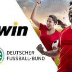 Il logo bwin, il logo Deutscher Fussball-Bund, un calciatore e una calciatrice che esultano
