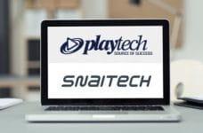 Un laptop posato su una scrivania e una schermata con i loghi di Playtech e Snaitech