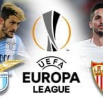 Luis Alberto e il simbolo della Lazio, Pablo Sarabia e il simbolo del Siviglia e il logo dell'Europa League