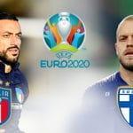 Fabio Quagliarella, Teemu Pukkii, i loghi della nazionale italiana e di quella Finlandese e quello di Euro 2020