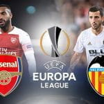 Alexandre Lacazette e lo stemma dell'Arsenal, José Gayà e lo stemma del Valencia e l'Europa League