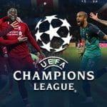 Calciatori di Liverpool e Tottenham esultano dopo aver segnato una rete e il logo della Champions League