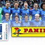 La Nazionale di calcio femminile e i loghi della Panini e della Onlus Insuperabili