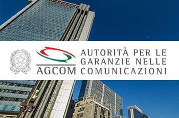 Il logo dell'AGCOM e la sede dell'agenzia a Napoli