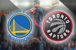 I loghi di Golden State Warriors e Toronto Raptors e un giocatore di basket in azione