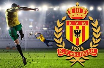 Un calciatore generico calcia in porta, il logo del FC Malines