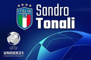 Il logo della Nazionale italiana, quello dell'Europeo Under 21 e la scritta Sandro Tonali
