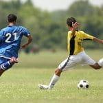 Due calciatori generici in azione