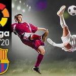 Giocatori di calcio in azione, il logo della Liga e quello del Barcellona e la scritta 2019/20