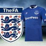 Il logo della Football Association, la maglia da gara dell'Everton