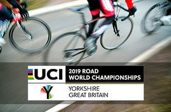 Un ciclista in azione e i loghi della UCI e del Campionato Mondiale di Ciclismo 2019