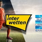 Un calciatore e i loghi di Interwetten e Super League greca