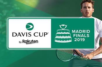 Il logo della Coppa Davis 2019, sullo sfondo un giocatore di tennis