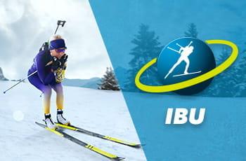 Il logo della Coppa del mondo di biathlon IBU e un biathleta in azione