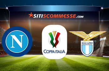 Un campo da calcio e i loghi di Napoli, Lazio e Coppa Italia