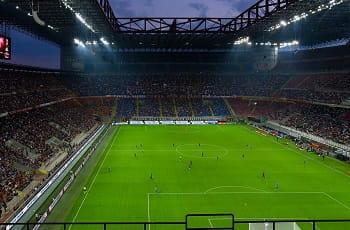 Lo stadio di San Siro durante un match in notturna