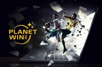 Calciatori in azione, un personal computer e il logo di Planetwin365