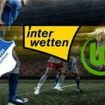 Giocatori di calcio in azione e i loghi di Hoffenheim, Wolfsburg e Interwetten