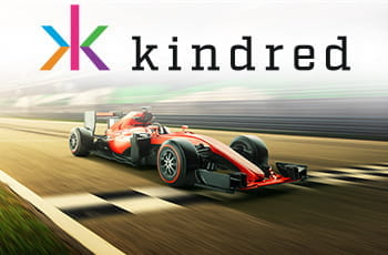 Il logo di Kindred Group e una macchina di Formula 1