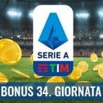 """Il logo della Serie A 2029-2020, delle monete d'oro su un campo da calcio e la scritta """"Bonus 33. giornata"""""""