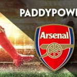 I loghi di Paddy Power e Arsenal e un calciatore in azione