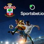I loghi di Southampton, Sportsbet.io e alcuni calciatori in azione