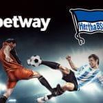 I loghi di Betway ed Hertha Berlino e due calciatori in azione