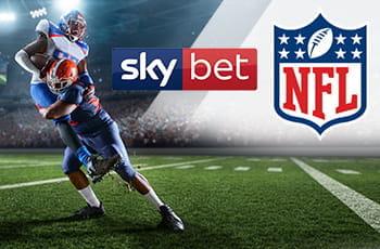 I loghi di Sky Bet e della NFL e due giocatori di football americano in azione