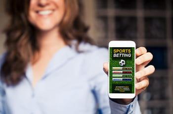 Una ragazza regge uno smartphone collegato a un sito scommesse online