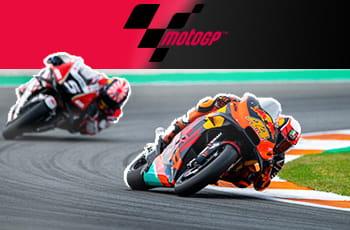 Due moto in gara e il logo della MotoGP