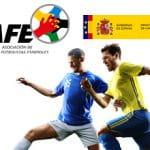 Il logo dell'Associacion de Futbolistas Espanoles e il logo del Governo spagnolo, due calciatori in azione