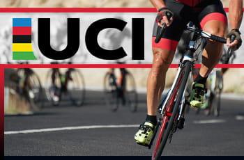 Il logo dell'UCI e un ciclista in azione