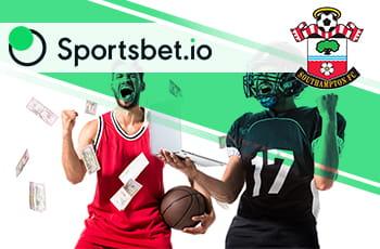 I loghi di Sportsbet.io, Southampton e sportivi in azione