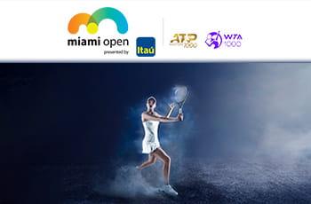Il logo del Miami Open di tennis, il logo ATP 1000, il logo WTA 1000, una tennista in azione