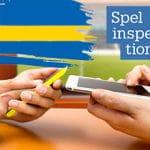Il logo della gambling commission svedese, la bandiera nazionale e due smartphone