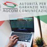 Il logo dell'AGCOM e un laptop connesso ad un sito di scommesse
