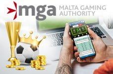 Il logo della Malta Gaming Authority e uno smartphone connesso a un sito scommesse online