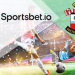 I loghi di Sportsbet.io e del Southampton e dei calciatori in azione