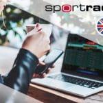 Il logo di Sportradar e una ragazza davanti a un laptop
