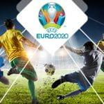 Il logo degli Europei di calcio e dei calciatori in azione
