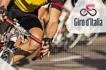 Un ciclista in azione e il logo del Giro d'Italia